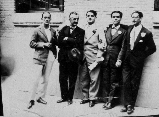 Salvador Dalí, José Moreno Villa, Luis Buñuel, Federico García Lorca y José Antonio Rubio Sacristán. Le hicieron sombra a las Sinsombrero.