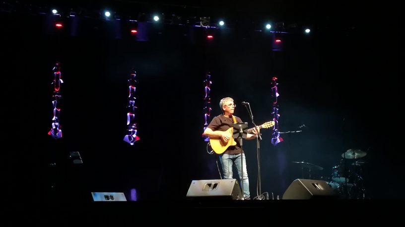 Pedro Guerra durante el concierto de la gira #Golosinas2018 en Torrelodones. Foto: Mario Yanes