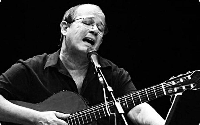 Silvio Rodríguez en una actuación. Foto: 24horas.cl